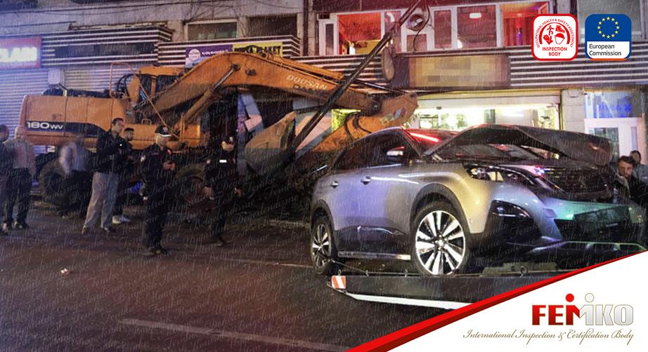 Bursa'da Freni Boşalan İş Makinesi Kaza Yaptı